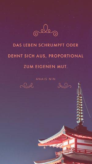 DAS LEBEN SCHRUMPFT ODER DEHNT SICH AUS, PROPORTIONAL ZUM EIGENEN MUT. Poster mit Spruch