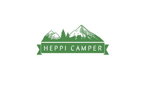 Green Camping Business Brand Logo with Mountains Etikett